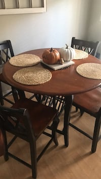 Dining Table with 4 bar stools included Sandy Springs, 30328