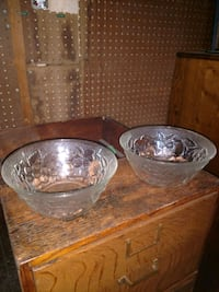 two clear glass bowls with lids 41 km
