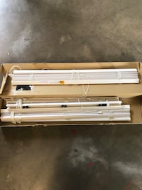 12 great condition window blinds Santa Fe, 77517