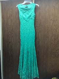 Dress size S Windsor, N9A 2Y1