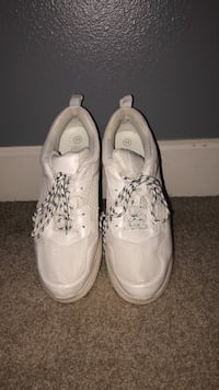 pair of white low top sneakers Conway, 72034