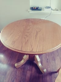 Kitchen table and 4 chairs (Amish Oak)