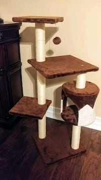 brown and white cat tree Owensboro, 42301
