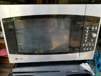 stainless steel and black microwave oven Depauw, 47115