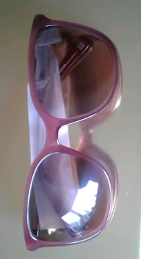 REDUCED NEW IN CASE AUTHENTIC 9 WEST SUNGLASSES  . Pickering, L1V