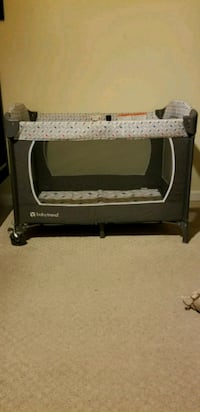 baby's black and gray pack n play Woodlawn, 20737