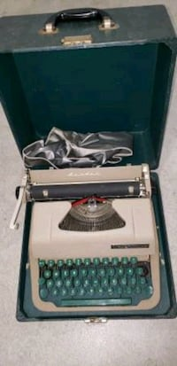 Manual typewriter.  Excellent  condition.