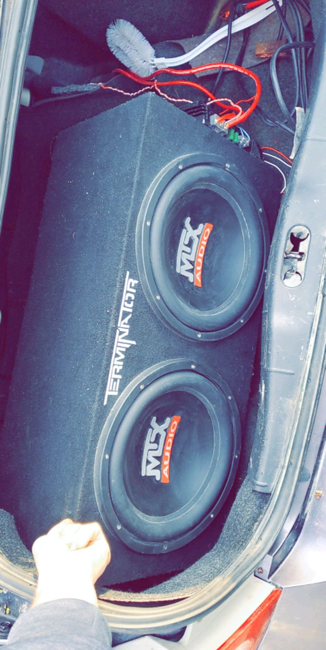 Photo Two 12's sub and amp MTX Terminator NEW price negotiable