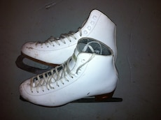 Used Riedell girls ice skates Size: 7-1/2 Made in Canada