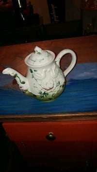 white and green floral ceramic pitcher Winchester, 40391