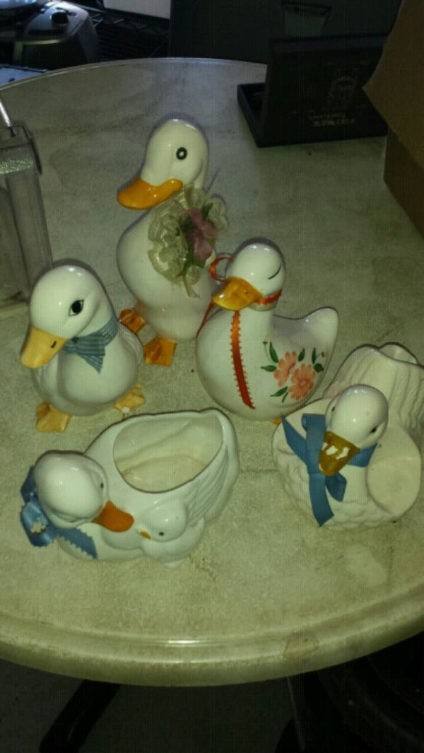 5 ceramic ducks  8d654106-46d1-4388-971a-034b1862f876