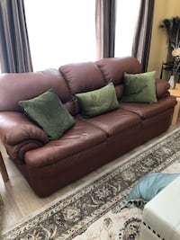 7ft long brown leather couch like new Vaughan, L4H 0N8