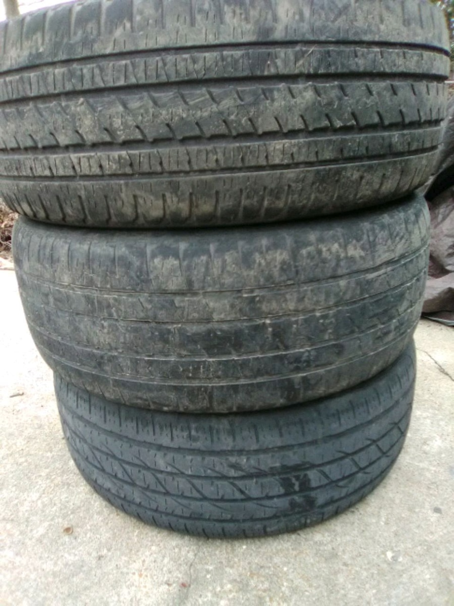 Photo Used 22 truck or SUV tires 285 45 22