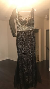 black and silver long-sleeved trumpet gown Bradford West Gwillimbury, L3Z