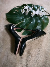 Prada Black Patent Leather Pumps Brampton, L6X 4P5