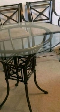 Round glass table with 4 arm chairs 900 mi