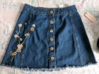 Denim skirt with floral embroidery S Montréal, H8P 2X1