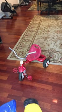 Toddlers' red pedal trike Germantown, 20874