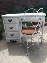 Vintage desk with metal parlor chair  null
