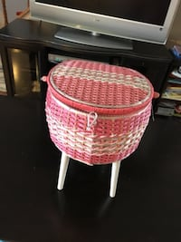 Pink and white sewing box organizer. In good condición.