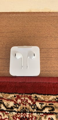 Apple lightning headphones  Toronto, M4H 1L1