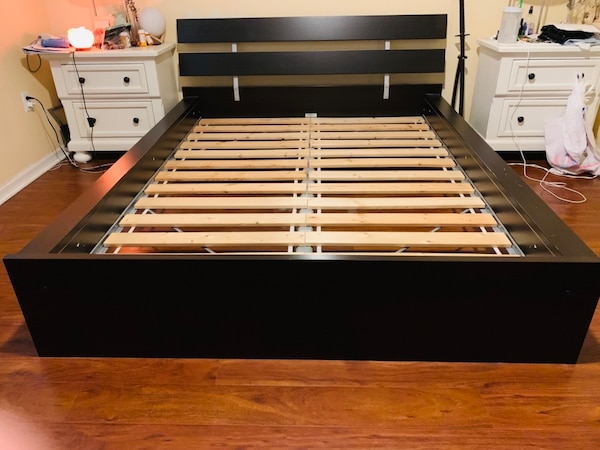 QUEEN SIZE PLATFORM BED WITH SLATS!!!