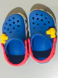 Toddler Mickey Mouse Crocs. Yellow Mickey heads light up. Size 4-5