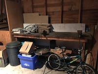 Work Bench table desk With Vice For Workshop. Free! 611 km