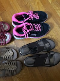 Pair of black-and-pink shoes 4 pairs # 7 52 mi