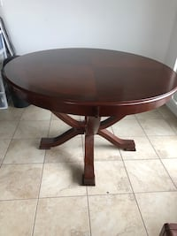 Round kitchen table  Vaughan, L4J 0H2