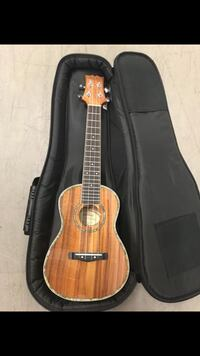 Like New Ukulele! Mitchell MU100 Concert Style Ukulele and Soft Case Gilbert, 85296