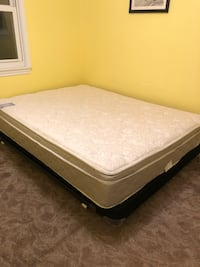 Queen bed and bed frame perfect condition Alexandria, 22305