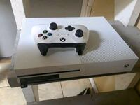 white Xbox One console with controller Tampa, 33612
