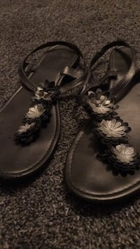Gray flower sandals size 9-10
