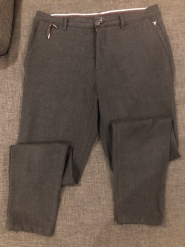 Mens Zara pants  cfb3e652-e0bd-40ef-9207-ba9cd740cf04