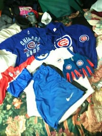 Ok for u Cubs fans  a lot here noce big hoodie 2 l Indianapolis, 46201