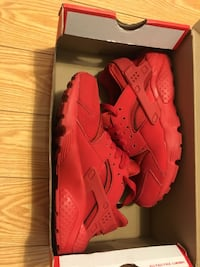 Like new red Nike huaraches size 4.5  Brampton, L6S 4Z7