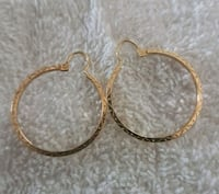Gorgeous 10kt gold hoops  Whitby, L1N 8X2