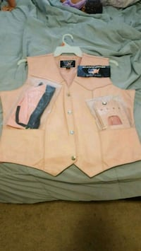 white and brown button-up shirt Bakersfield, 93311