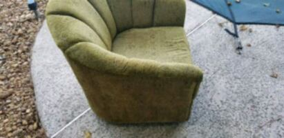 Two swivel chairs. Good condition. Perfect for pro