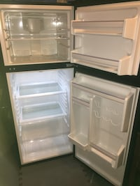 Apartment size fridge refrigerator works perfect Columbus, 43219