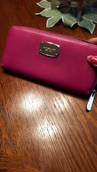 Mk hot pink authentic wallet Mississauga, L5N 2R8