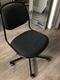 PreOwned Black Adjustable Chair with wheels 3728 km