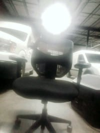 MESH BACK ROLLING OFFICE CHAIR black rolling chair