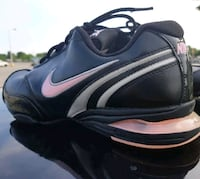 Women's black and pink Nike Air size 8.5 asking $8 London