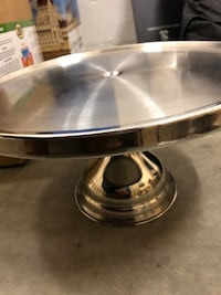 Metal stand for baked goods