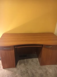 Brown wooden single pedestal desk Shawnee Hills, 43065