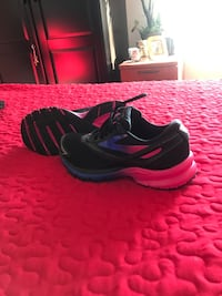 Brand new Brooks running shoes size 7 Laval, H7E 0B9