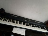 black and white electronic keyboard Los Angeles, 90005