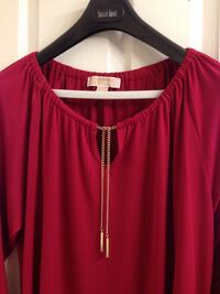 Michael kors excellent quality top size L, with gold chain,and opening at the side, from smoke free person Brossard, J4Y 2J7